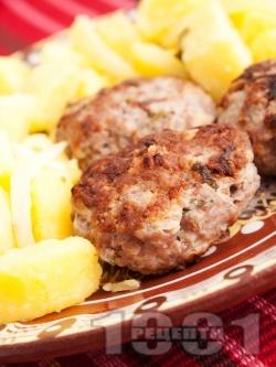 Печени сочни домашни кюфтета на скара с лук, магданоз и кимион - снимка на рецептата